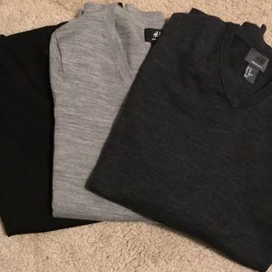 Lot of 3 H&M merino wool v-neck sweaters (xs)